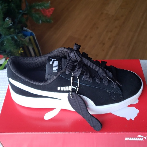 467098f7c2 Juniors Smash v2 Suede Puma Sneakers NWT